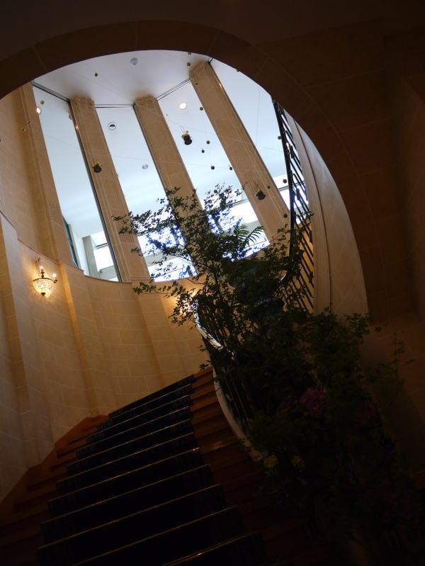 シェ松尾天王洲倶楽部様の装花 りんごとラフランスと桔梗_a0042928_12381652.jpg