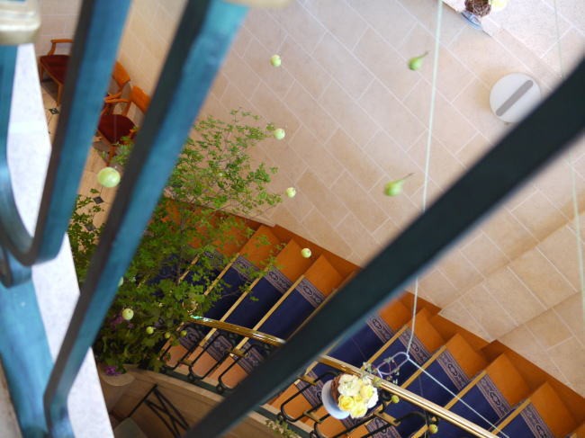 シェ松尾天王洲倶楽部様の装花 りんごとラフランスと桔梗_a0042928_12383847.jpg