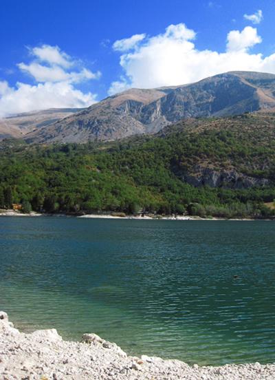 スカンノ湖 山の懐に抱かれた Bel Cuore_f0205783_1436485.jpg