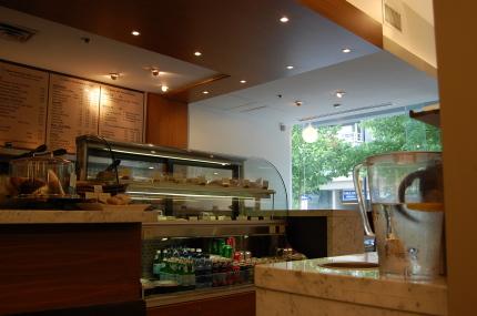 スモークサーモンのクロワッサンサンド食べました「Blue Tree Cafe」_d0129786_1430546.jpg