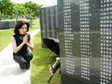 平和の礎で戦没者へ祈りを捧げる_f0150886_14254499.jpg