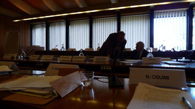 UNESCOの基礎科学の会議_d0028322_12221.jpg