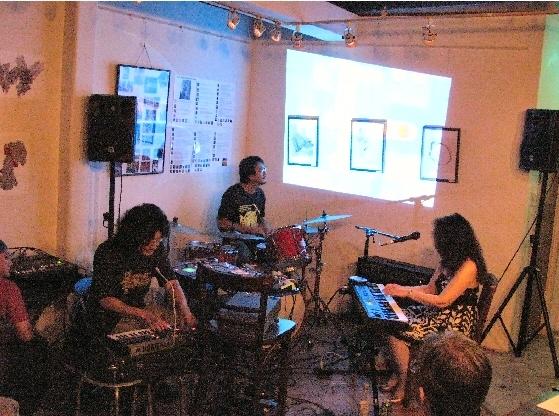 7月3日金曜日は 東京・江古田のカフェ・フライングティーポット_c0129545_2485278.jpg