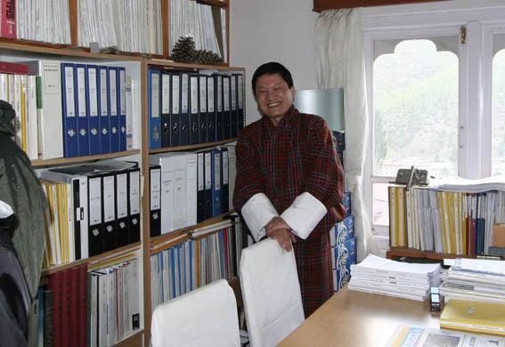 ブータン建築紀行 20:建築家 金子さん 1:事務所_e0054299_196062.jpg