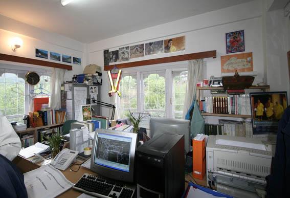 ブータン建築紀行 20:建築家 金子さん 1:事務所_e0054299_1962727.jpg