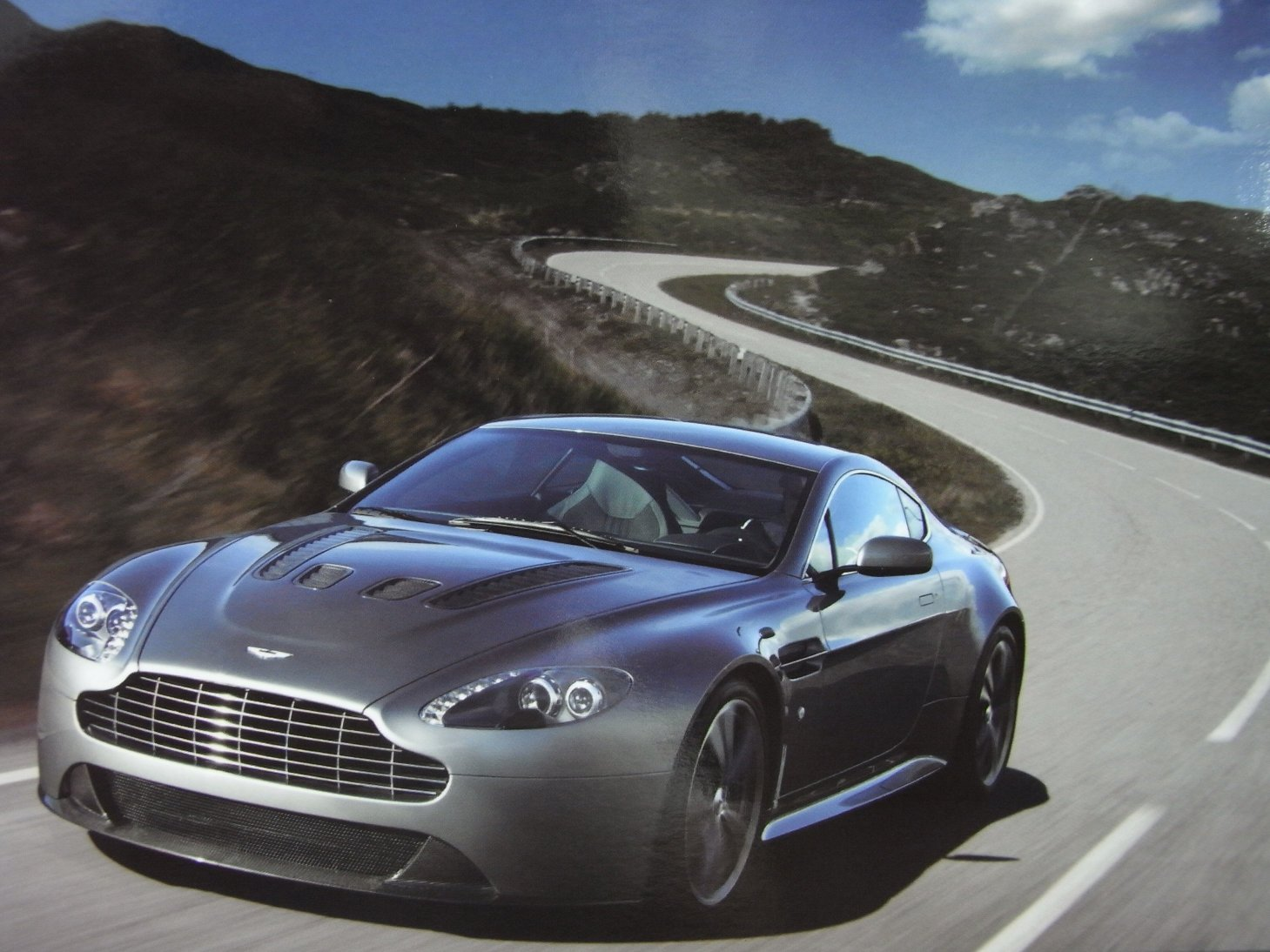 Power Beauty Soul from ASTON MARTIN DBS_c0128818_3211450.jpg