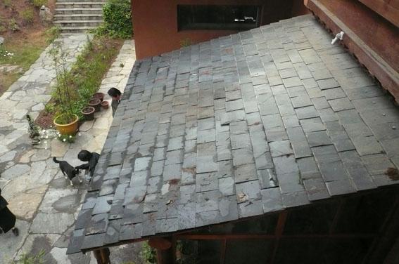 ブータン建築紀行 21:建築家 金子さん 2:高官の家の外観_e0054299_181903.jpg