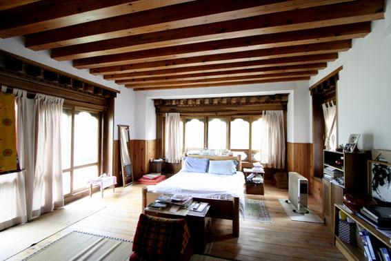 ブータン建築紀行 22:建築家 金子さん3 :高官の家の室内_e0054299_18435956.jpg