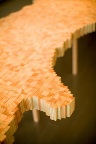 The Tables 素材は杉の間伐材_f0206159_1420297.jpg