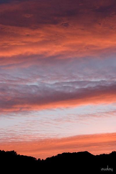 真っ赤に染まる山の空とオカリナ・田代山_c0048494_22575961.jpg
