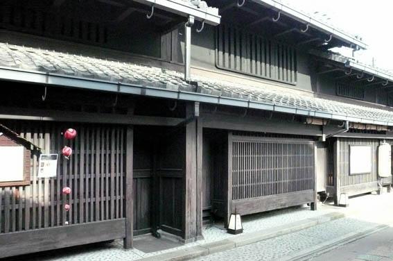 奈良町 2:古い街並_e0054299_1221043.jpg