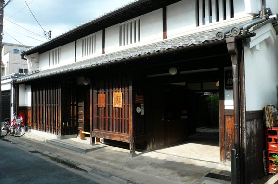 奈良町 4:格子の家_e0054299_14301520.jpg