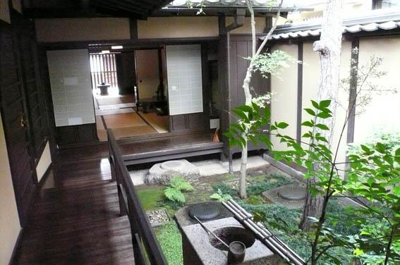 奈良町 4:格子の家_e0054299_1434252.jpg