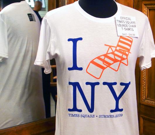 タイムズスクエアの歩行者天国、公式記念Tシャツを発売中!_b0007805_1354852.jpg