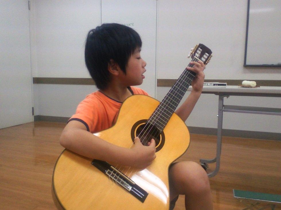 小さなギタリスト_d0077106_23392682.jpg