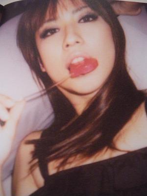 今こそ、日本には 網タイツとキツめのメイクが必要だ!_d0100143_1730174.jpg