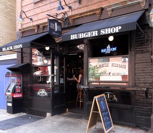 いい感じのバーっぽいハンバーガー屋さん Black Iron Burger Shop_b0007805_1327522.jpg