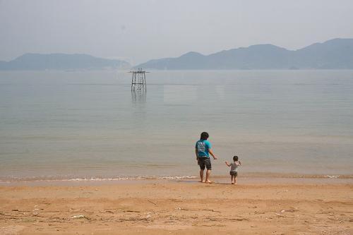 海は広いな_e0175370_1640737.jpg