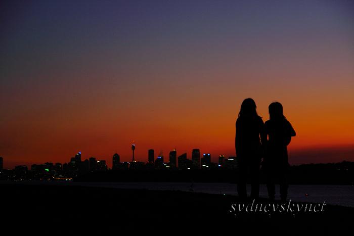 夕焼けに映る女二人_f0084337_20355045.jpg