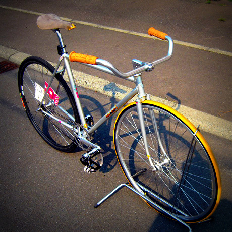 http://pds.exblog.jp/pds/1/200906/30/57/f0167757_11142292.jpg