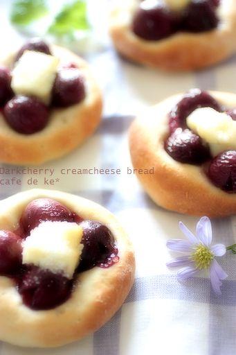 ダークチェリー・クリームチーズブレッド と コーヒータイム。_e0173666_2223838.jpg