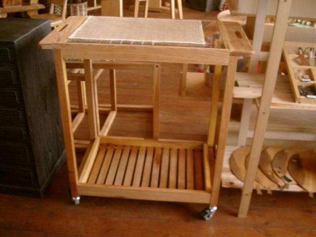 ネストテーブル、キッチンワゴン_e0137684_15553469.jpg