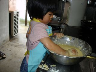 お好み焼きを作るマコちゃん_e0166301_237492.jpg