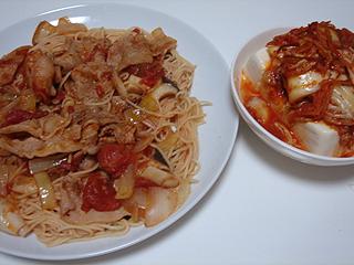 豚バラトマトソーススパゲティとキムチ冷奴_c0025217_928571.jpg