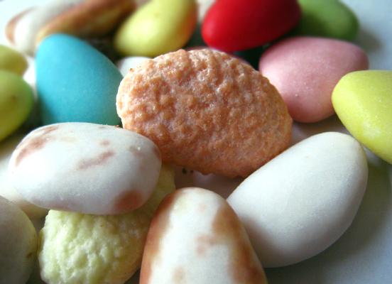 スルモーナ2. 幸せを運ぶお菓子〜コンフェッティ1_f0205783_11171990.jpg