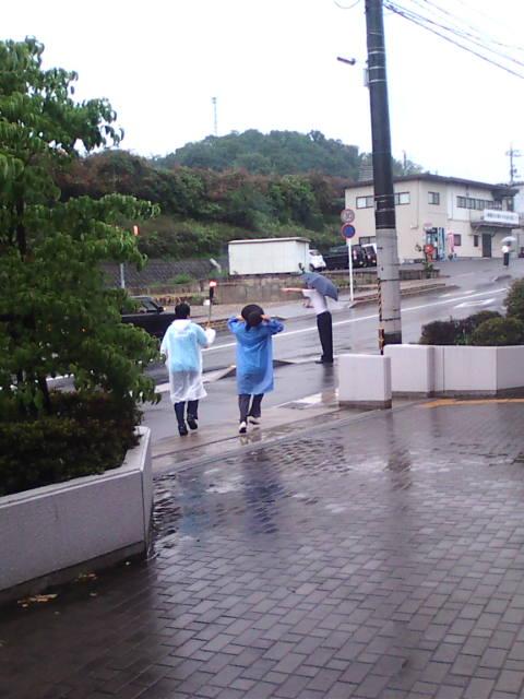 雨の中、反核平和の火リレー_e0094315_12325616.jpg