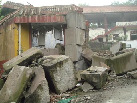 09年4月四川大地震再調査 3 都江堰_c0162425_1801564.jpg