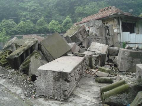 09年4月四川大地震再調査 3 都江堰_c0162425_1812653.jpg