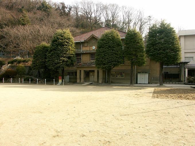 三石尋常高等小学校講堂_f0116479_0394784.jpg