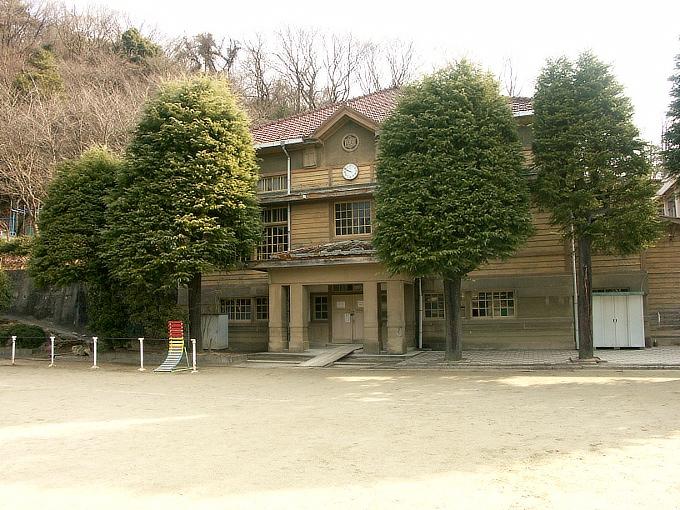 三石尋常高等小学校講堂_f0116479_041830.jpg