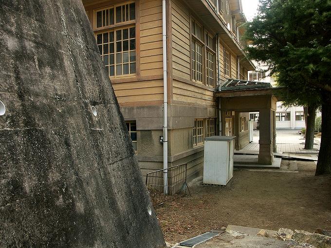 三石尋常高等小学校講堂_f0116479_1103082.jpg