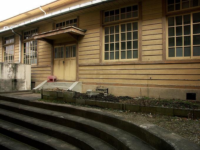 三石尋常高等小学校講堂_f0116479_161199.jpg