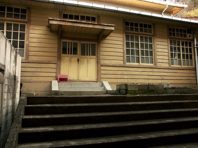 三石尋常高等小学校講堂_f0116479_165238.jpg
