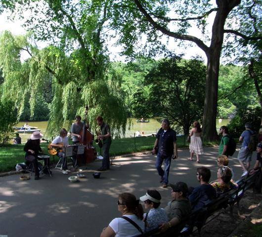初夏のセントラルパークに流れるジャズ_b0007805_22141355.jpg