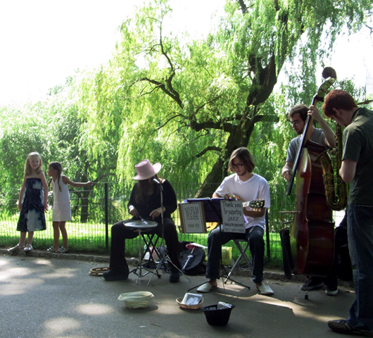 初夏のセントラルパークに流れるジャズ_b0007805_2483231.jpg