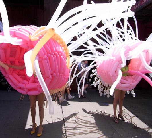ハイライン・ストリート・フェスティバルで見かけた不思議なキャラクター_b0007805_22445894.jpg