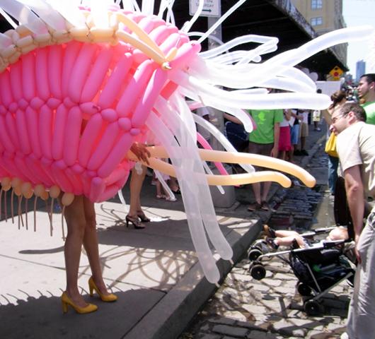 ハイライン・ストリート・フェスティバルで見かけた不思議なキャラクター_b0007805_22454020.jpg