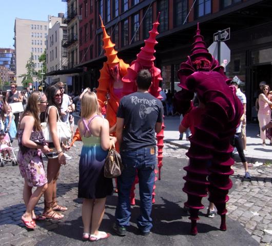 ハイライン・ストリート・フェスティバルで見かけた不思議なキャラクター_b0007805_22462386.jpg