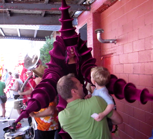 ハイライン・ストリート・フェスティバルで見かけた不思議なキャラクター_b0007805_22464074.jpg