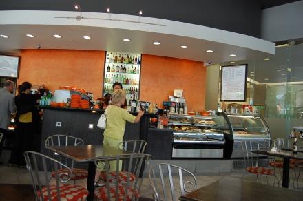 ダウンタウンで軽食はイタリアンベーカリーカフェ「Sciue'」_d0129786_123817.jpg