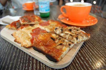 ダウンタウンで軽食はイタリアンベーカリーカフェ「Sciue'」_d0129786_14053100.jpg