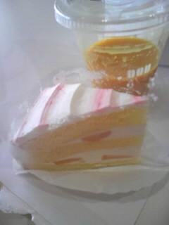 暑いさなかに桃ケーキ♪_e0057018_22141547.jpg