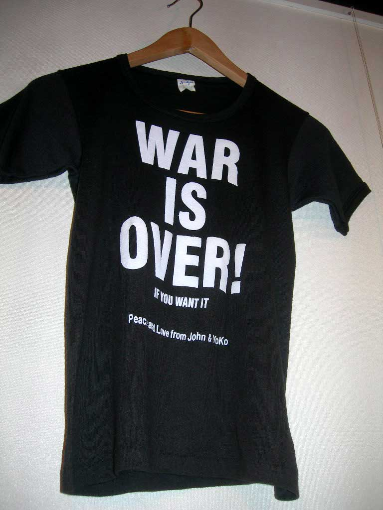 WAR IS OVER。_c0078333_2273623.jpg
