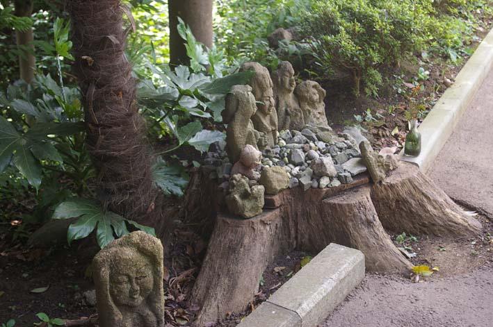 不可解、また消えてしまった晏侶さんの石像(〇〇観音)_c0014967_438811.jpg