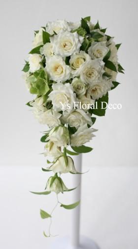 白バラのキャスケードブーケ_b0113510_202253100.jpg