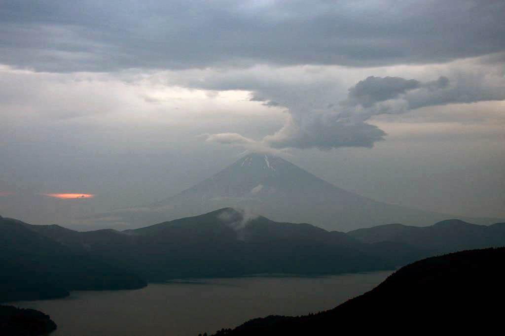 カワセミの滝渡り/富士山が噴火_b0024798_5401689.jpg